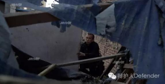 家被强拆后,贾灵敏在原址撘了一顶帐篷,总有人趁没人看护的时候把帐篷砸掉,目前这顶帐篷已经复活至第八世了。摄影/JongM