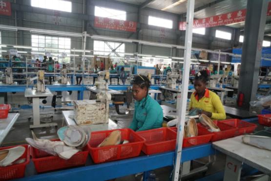 埃塞俄比亚工人与中国工人相比,效率只有一半甚至更少。摄:張子竹