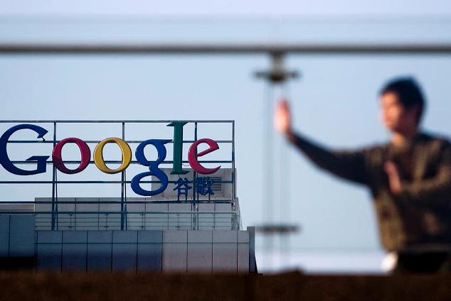 图为2010年1月14日,中国北京,一个人在Google公司外练习太极。摄:Diego Azubel/EPA via Imagine China