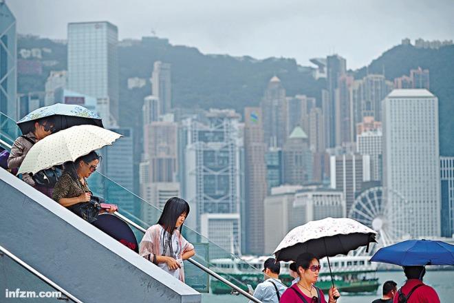 南方周末 | 香港保险疯狂夜
