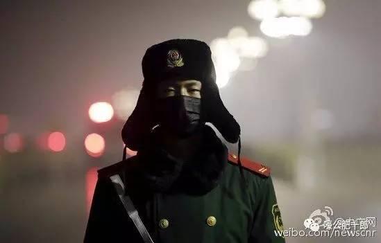 刘尔目:戴口罩站岗的武警不知道他们才是那坨最沉重雾霾