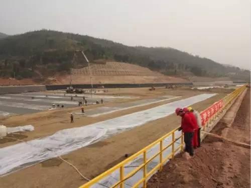 建设中的排污口氧化塘,污水处理后将排入沱江上游