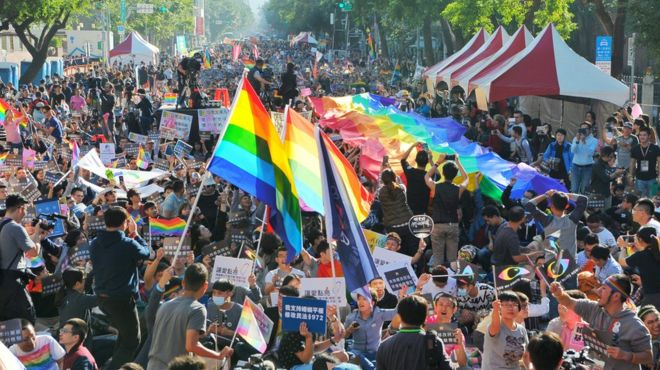 BBC | 台湾立法院初审通过婚姻平权法案
