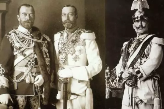 (从左到右:乔治五世、尼古拉二世、威廉二世)