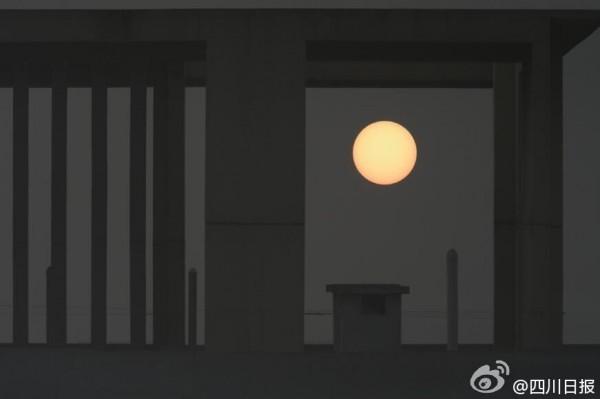 【河蟹档案】雾霾把太阳变月亮