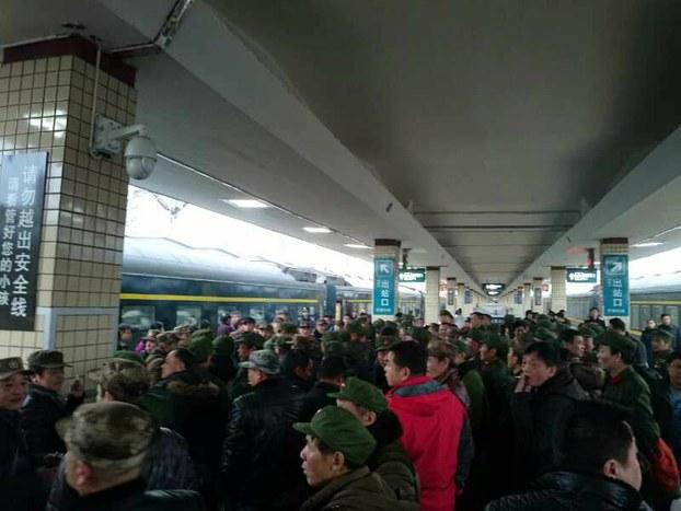 中新网 | 多部门:适当限制特定严重失信人乘坐民航火车