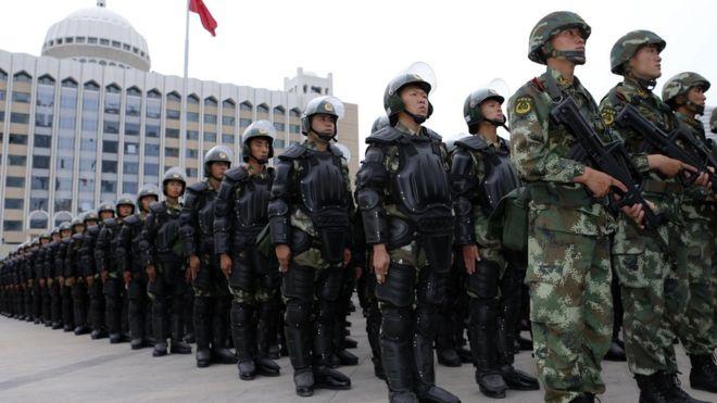 BBC | 中国新疆反恐誓师再展维稳规模