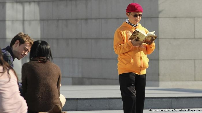 德国之声 | 美媒:肖建华年三十被蒙头坐轮椅推走