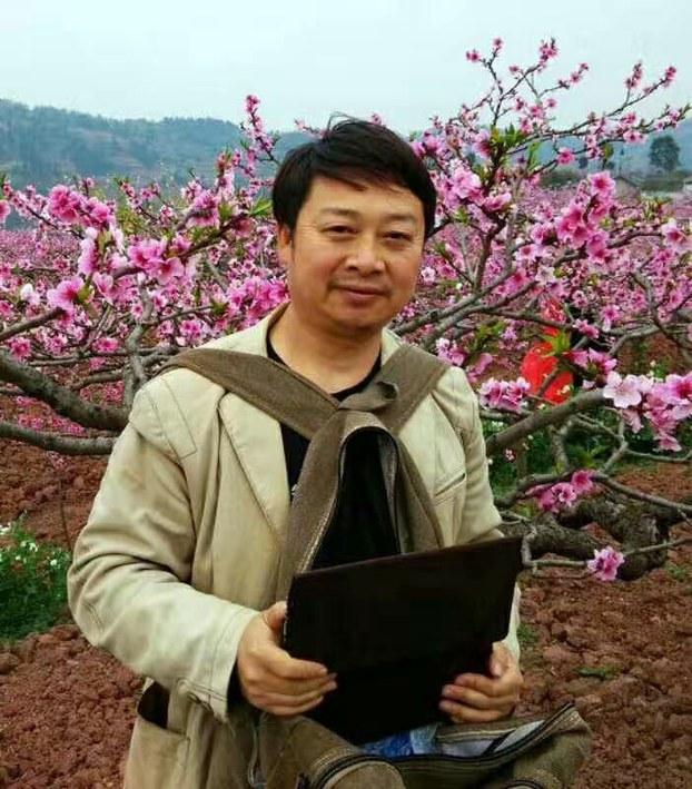 """自由亚洲 身穿睡衣出庭做""""中国梦"""" 陈云飞被判囚4年"""