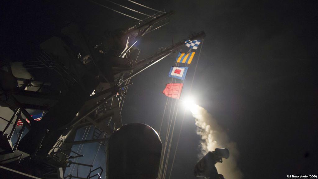 美国之音   美国攻击叙利亚空军基地报复化学武器袭击