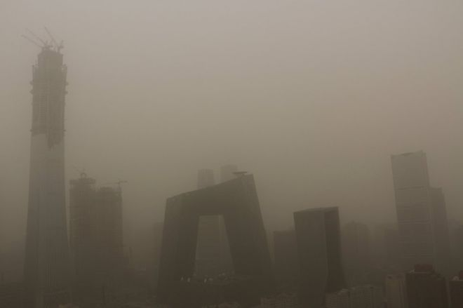 BBC | 北京遭遇严重沙尘暴 上海发出污染警示