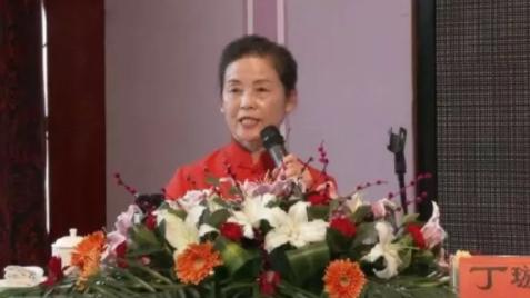 龅牙赵 | 诈尸的女德讲师并不可怕,可怕的是有人在追捧扶持她