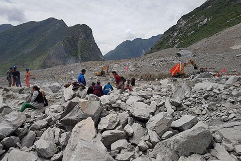 财新网 | 茂县垮塌前山体已有大裂缝 村民反映无果要求追责
