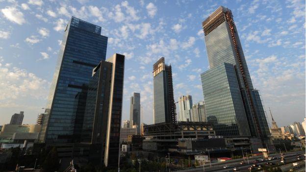 波哥评论 | 户口办理折腾记:上海,官僚主义让你失去未来!