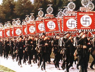 读览文摘︱希特勒爱阅兵