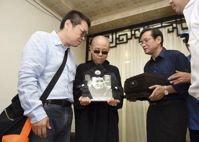刘晓波遗体告别仪式秘密举行 国保数量多过亲友