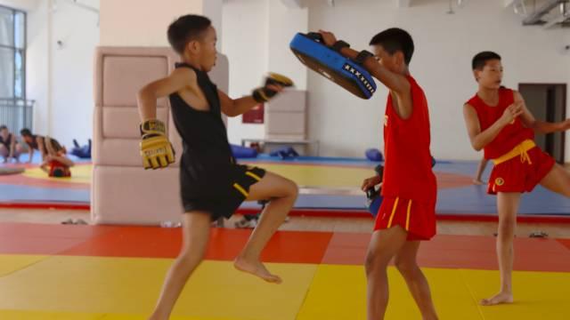 王志安 | 格斗孤儿:究竟谁剥夺了孩子们的教育权?