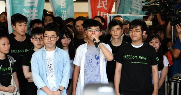 自由亚洲|香港雨伞运动领袖黄之锋等三人被改判监禁六至八个月