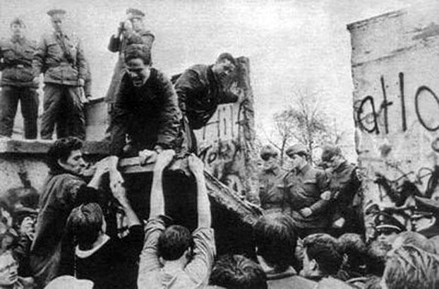 自由亚洲电台|默克尔参观监狱博物馆 柏林墙56周年反思德共史