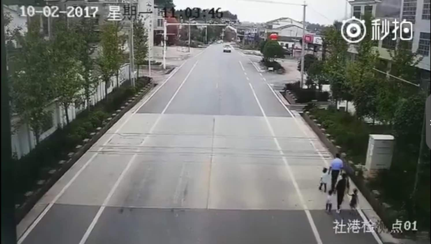 【立此存照】湖南一家人被卡车撞飞 vs 央视:长假尚未发生重大交通事故