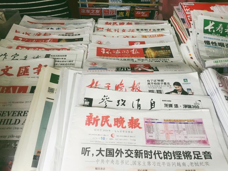 好奇心日报|100 块钱的行为艺术,和上海最后 200 多家书报亭