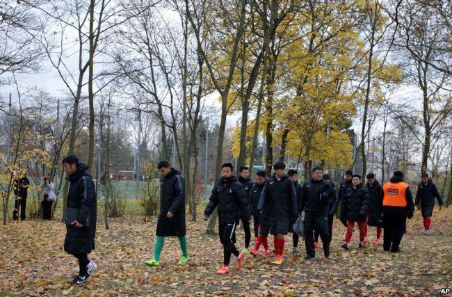 美国之音 | 中德足球队因藏独旗取消合作 德俱乐部索赔