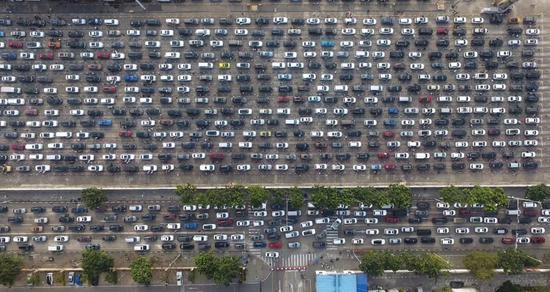 【图说天朝】海口大堵车之后:马路变猪圈