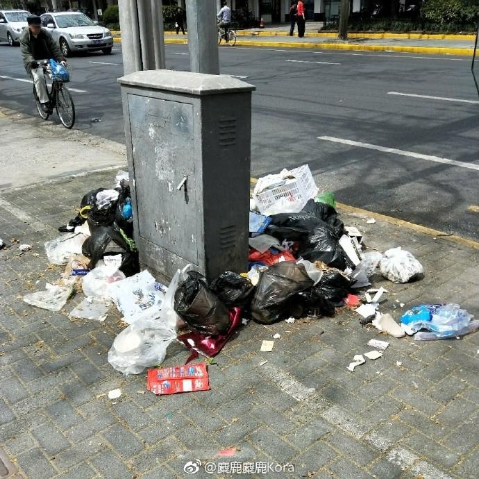 【图说天朝】无人报道:上海长宁环卫工人罢工 街头堆满垃圾