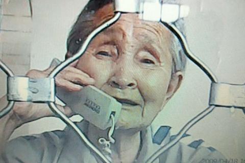 【异闻观止】财新 | 八旬老太获刑两年半 申请保外就医被拒
