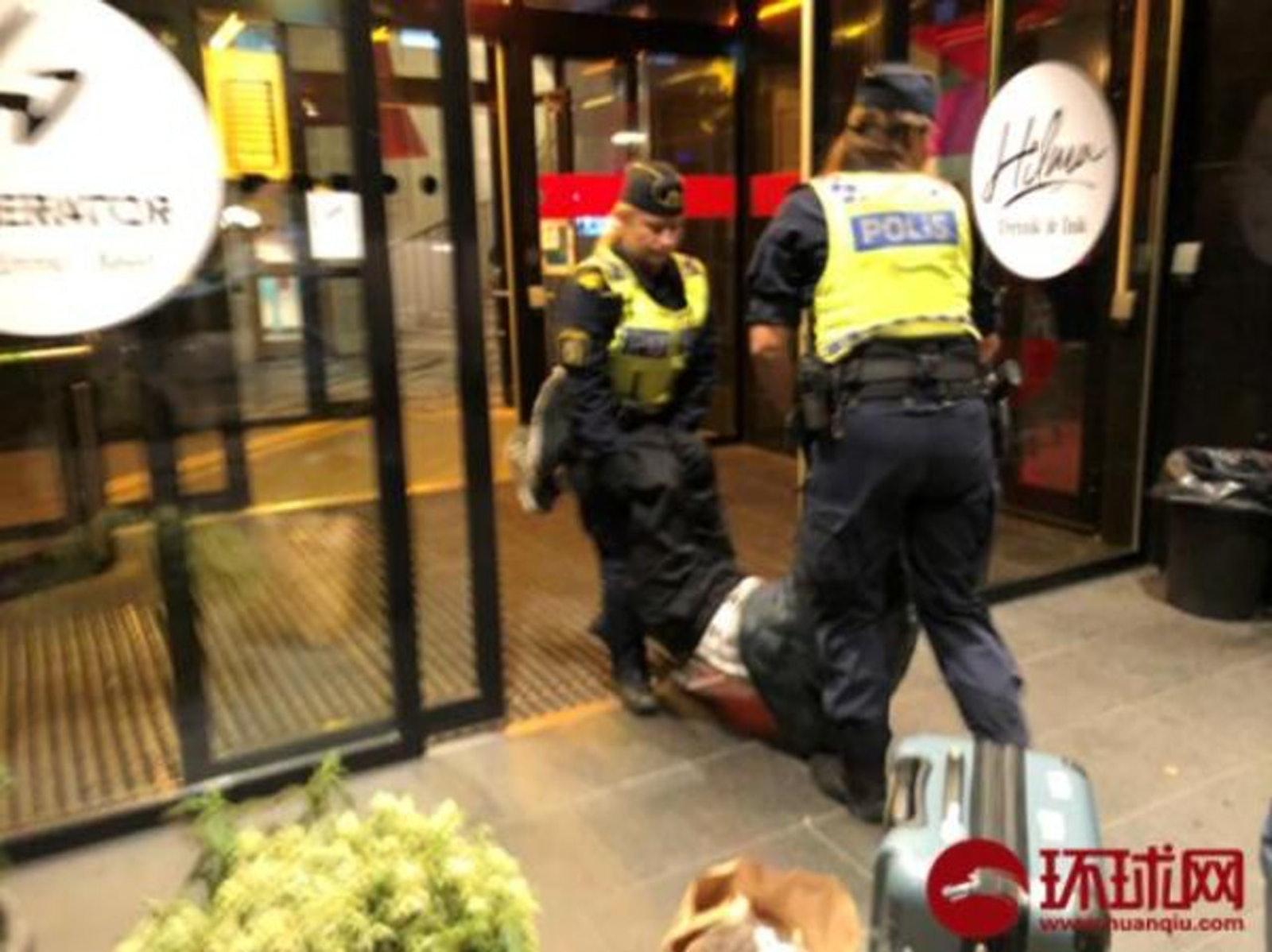 香港01 | 中国客遭「粗暴对待」 涉事旅馆反驳:订错日子拒离开
