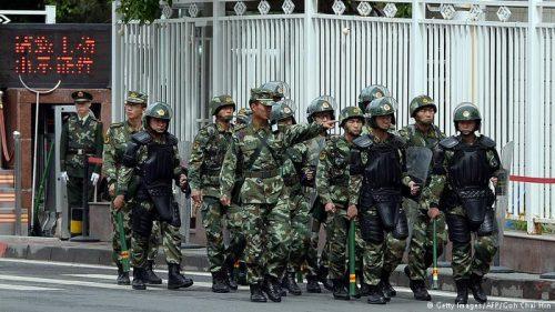 德国之声   新疆再教育营采购清单: 警棍、电枪、手铐