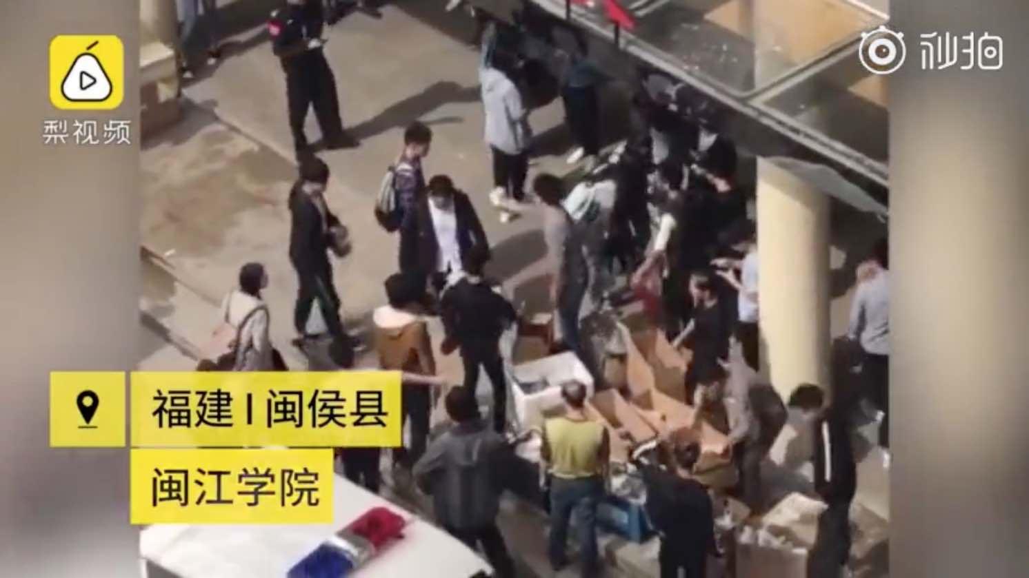 【异闻观止】商家给闽江学院学生发免费餐后续:4名商家被拘