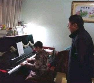 """【异闻观止】上海困难户慰问现场现""""大冰箱、洗碗机及钢琴"""""""