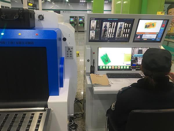 【异闻观止】新型安检仪在上海地铁试用 人包分离2秒完成安检