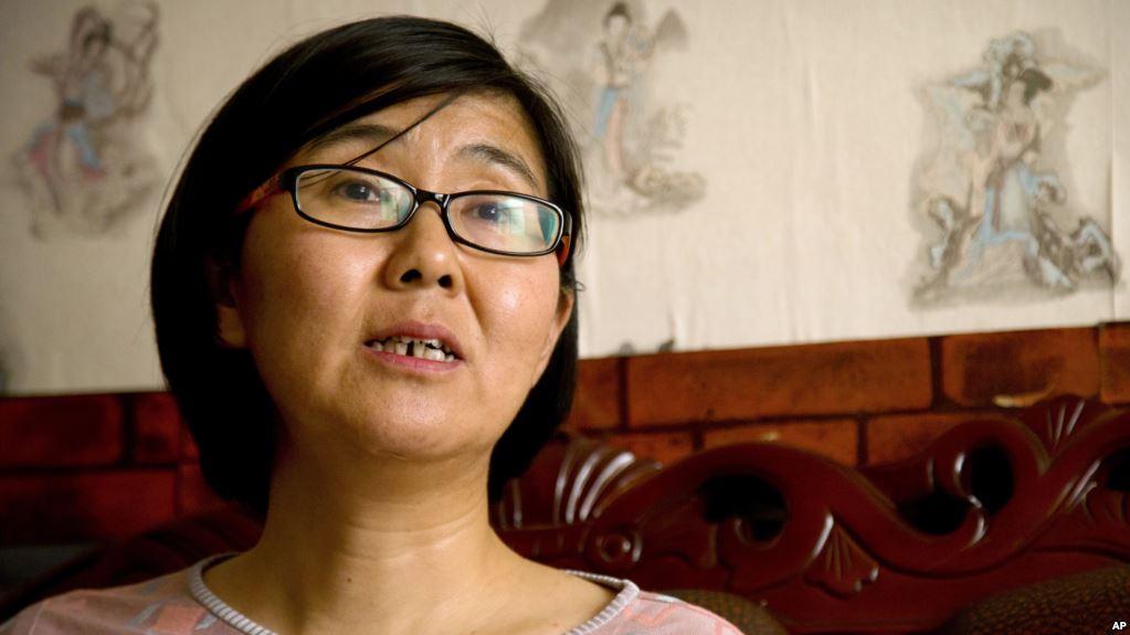 自由亚洲 | 709律师王宇在美驻华使馆外被警带走