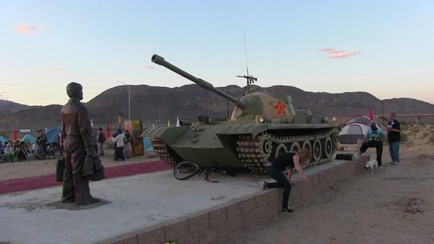 自由亚洲 | 6.4坦克人雕塑在南加州自由雕塑公园落成