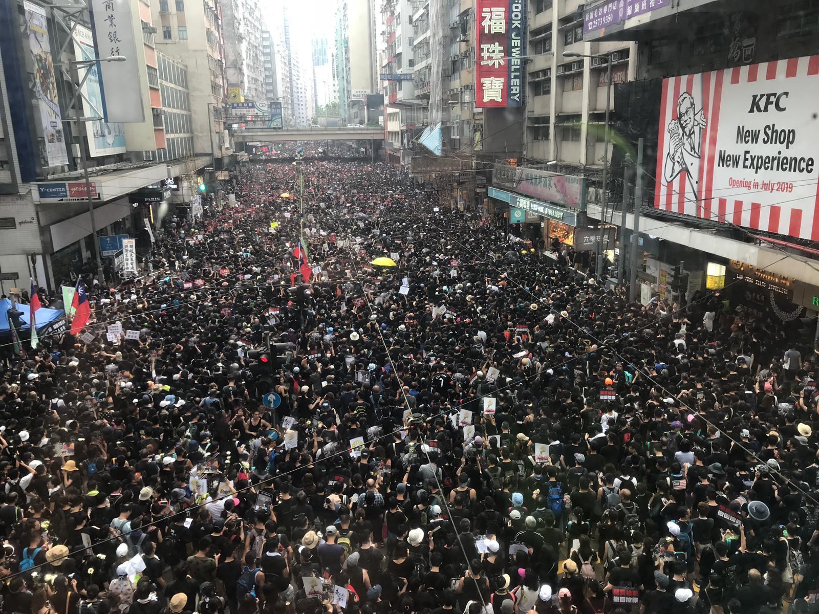 自由亚洲 |不满政府拒撤恶法 近200万港人再度上街创造历史