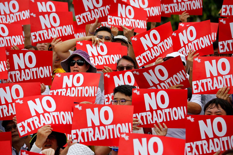 德国之声 | 香港凌晨动荡: 反修例群众与警察爆发冲突