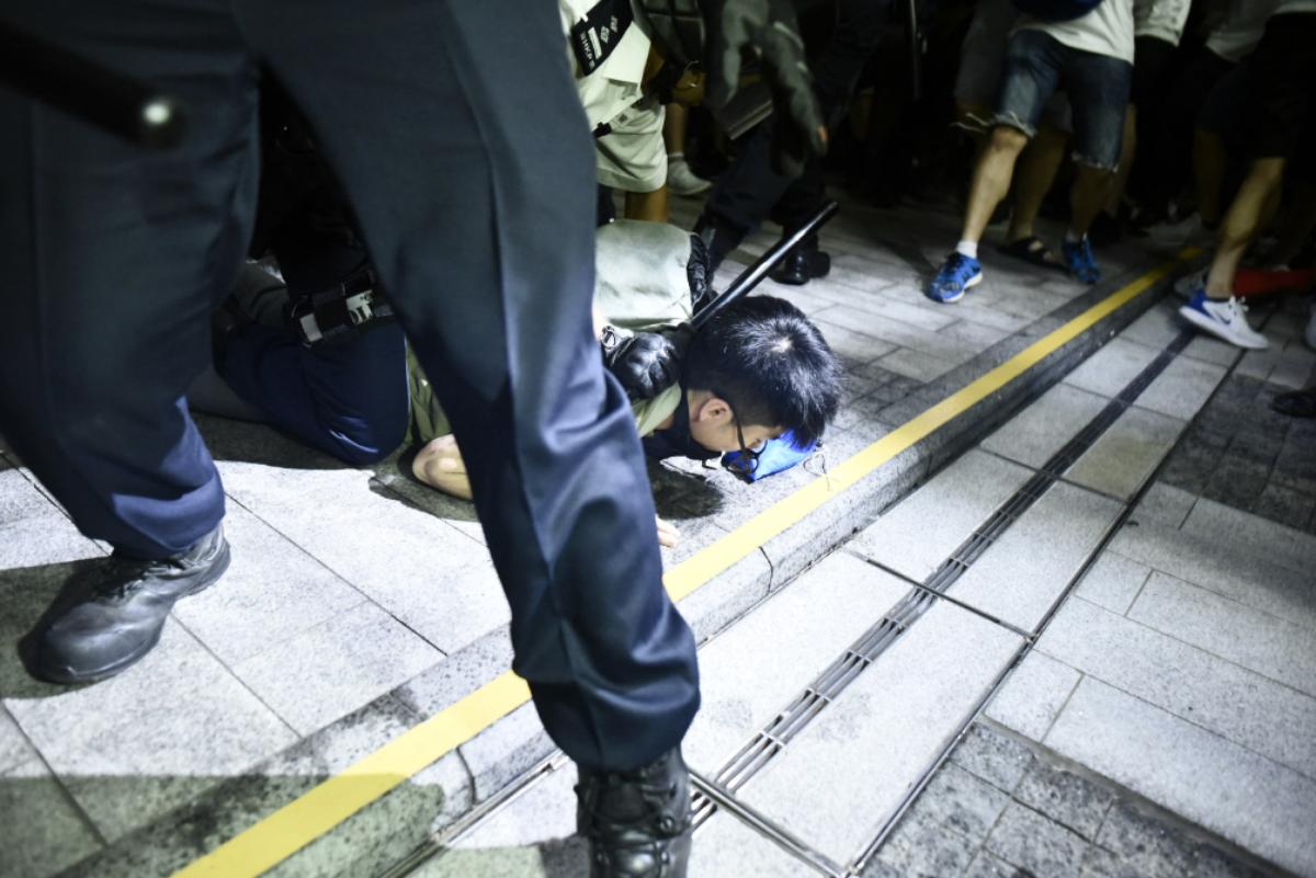 立场新闻   6.10 警民冲突19 人被捕