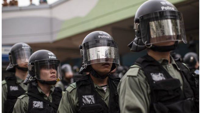 BBC |香港警察的自白:不愿夹在示威者与政府中间