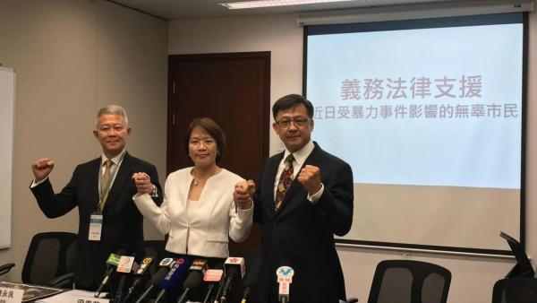 法广 | 香港建制派议员组律师团 警察违规进港大后终道歉