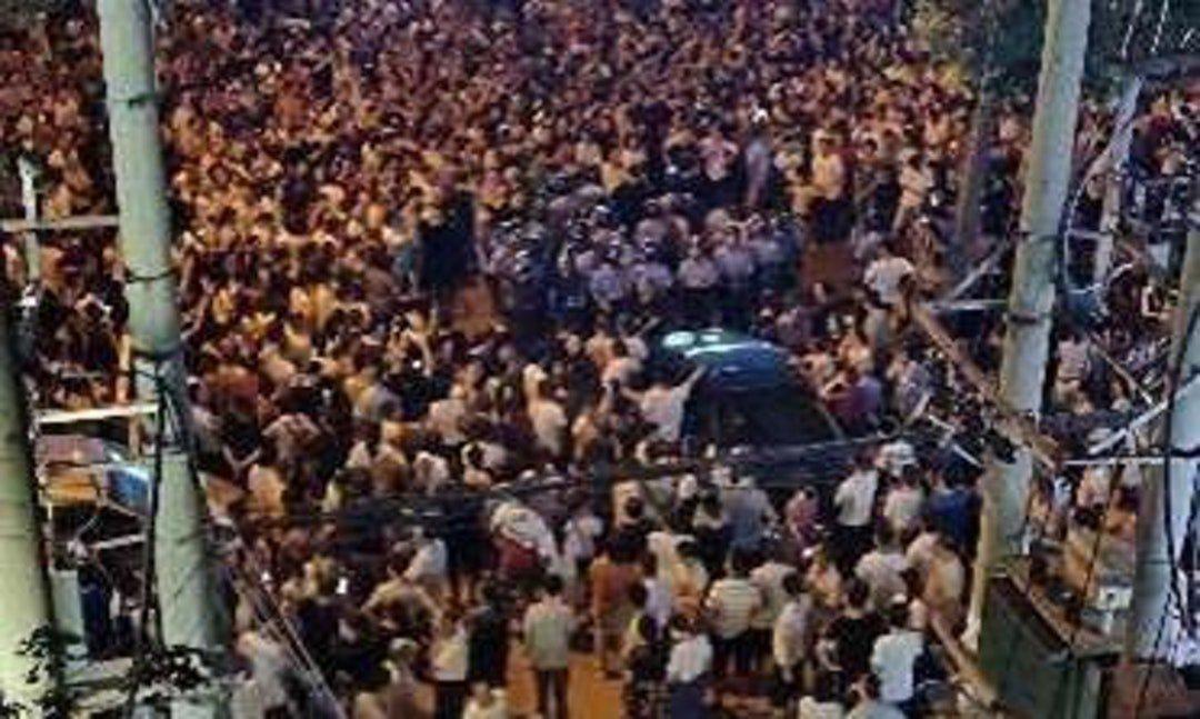 关键评论 | 武警坦克强力镇压武汉抗议