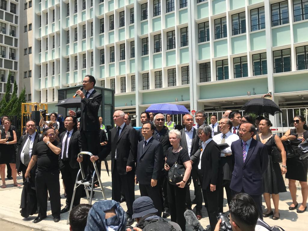 众新闻  | 3千法律界黑衣游行反政治检控