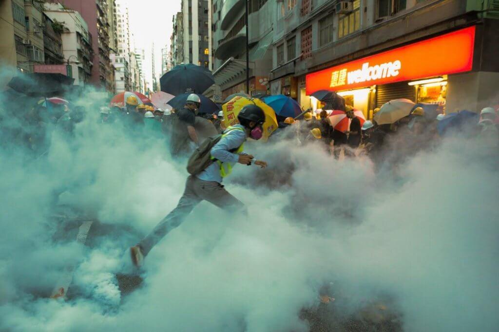 明周文化   抗争时代 市民吃催泪弹的日子