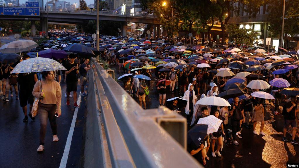 美国之音 | 香港8.18大游行民阵称170万人上街