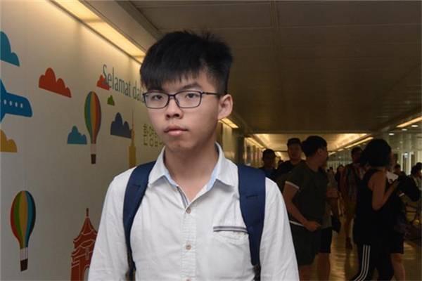BBC | 香港警方24小时内逮捕黄之锋等三名社运人士