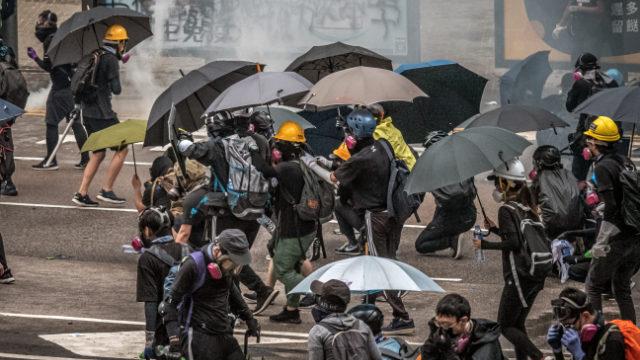 寒冬 | 阻斷香港示威物援 運港快遞違禁品大增違反即按反恐法處理