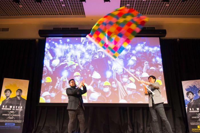 ABC | 何韵诗对话巴丢草:中港学生矛盾凸显微信对言论自由的威胁