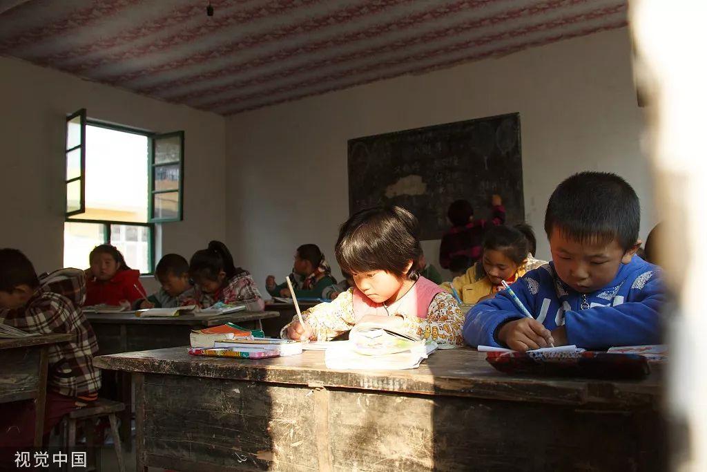 大象公会|在隔壁的中国,留守的孩子们已经成了父母