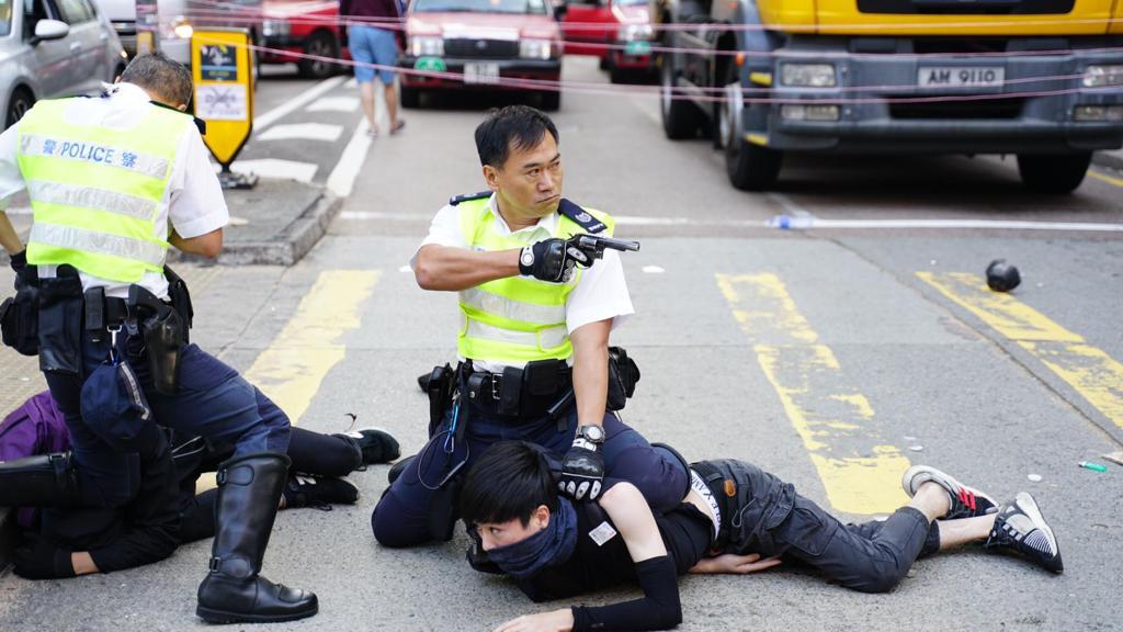 众新闻|国际特赦组织:不受控警员以报复心态对待示威者